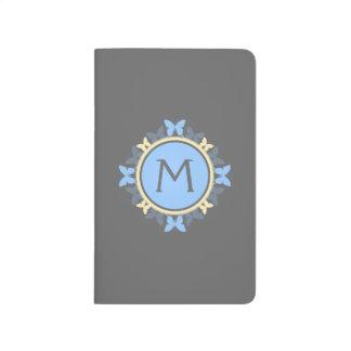 Schmetterlings-Kranz-Monogramm-blaues gelbes Grau Taschennotizbuch