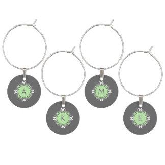Schmetterlings-Kranz-Monogramm-weißes hellgrünes Glasmarker
