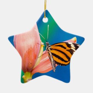 Schmetterlings-Landung auf lila Blume Keramik Ornament
