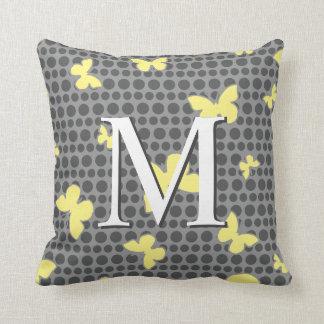 Schmetterlings-Monogramm-Muster-Pillen-Grau + Gelb Kissen