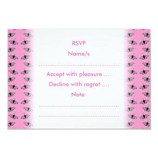 Schmetterlings-Muster auf Rosa Einladung