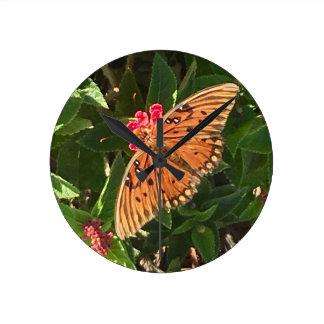 Schmetterlings-Zeit Runde Wanduhr