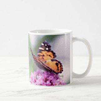Schmetterlingsbusch mit Schmetterling Kaffeetasse