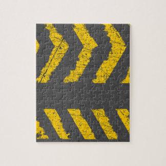 Schmutz beunruhigte gelbe Straßenmarkierung Puzzle