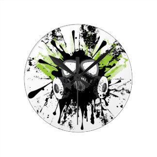 Schmutz-Gas Mask2 Runde Wanduhr