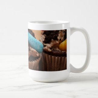 Schmutz-kleiner Kuchen Kaffeetasse