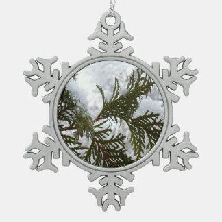 Schnee auf Immergrün verzweigt sich Schneeflocken Zinn-Ornament