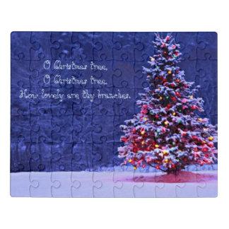 Schnee bedeckte Weihnachtsbaum Puzzle