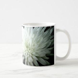 Schnee-Blumen-Schwarzweiss-Chrysantheme Kaffeetasse