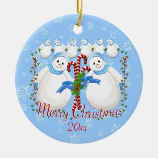 Schnee-Mädchen-und Zuckerstange-Weihnachtsandenken Rundes Keramik Ornament