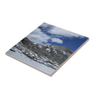 Schnee umfaßter Donahue Durchlauf - John Muir-Spur Fliese