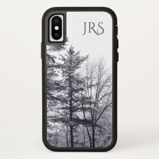 Schneebedeckte Bäume mit Monogramm iPhone X Hülle