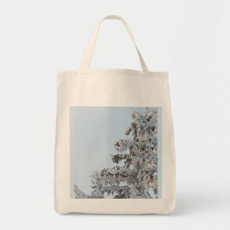 schneebedeckte immergrüne Taschentasche Einkaufstasche
