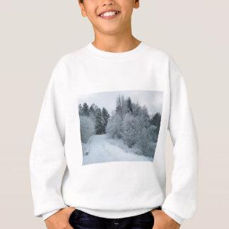 schneebedeckte Straße Estland der Winterfreude Sweatshirt