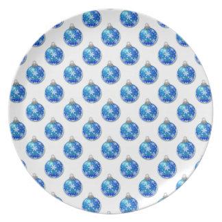 Schneeflocken auf blauen Verzierungen Flache Teller