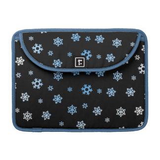 Schneeflocken (blau u. weiß) sleeve für MacBook pro