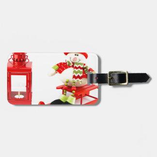 Schneemann auf Pferdeschlitten mit roter Laterne Gepäckanhänger
