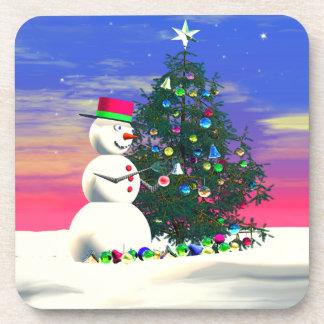 Schneemann, der Weihnachtsbaum verziert Untersetzer