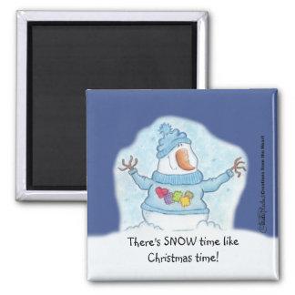 """Schneemann-Weihnachten ist """"der nahe Schnee"""" Quadratischer Magnet"""