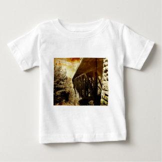 Schneiden Sie Fluss-Brücke Baby T-shirt