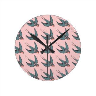 Schnell Swooping Schwalben-Uhr-Rosa Runde Wanduhr