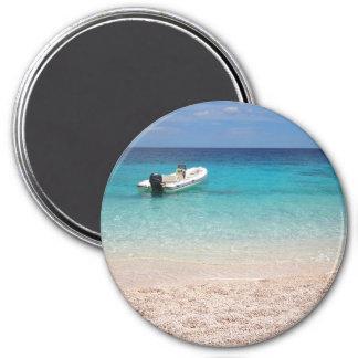 Schnellboot im blauen Meer Runder Magnet 7,6 Cm