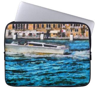 Schnelles Boot in Venedig Laptop Sleeve