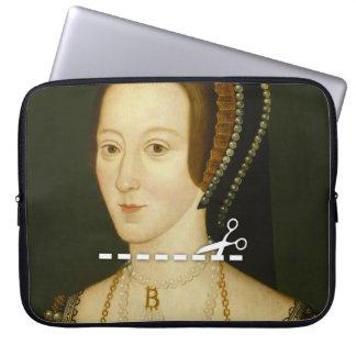 Schnitt hier - Anne Boleyn Laptop Sleeve