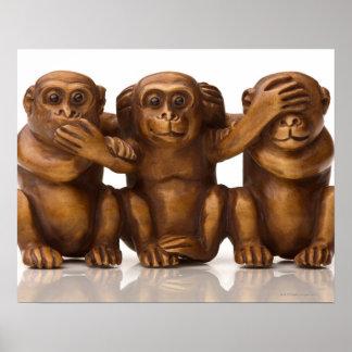 Schnitzen von drei hölzernen Affen Poster