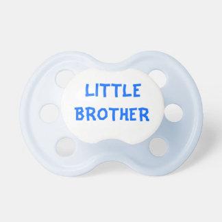 Schnuller des kleinen Bruders