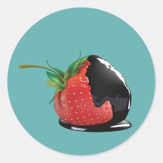 Schokolade bedeckte Erdbeere Runder Sticker