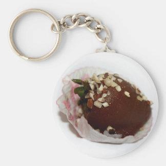 Schokolade bedeckte Erdbeere mit Nüssen Schlüsselanhänger