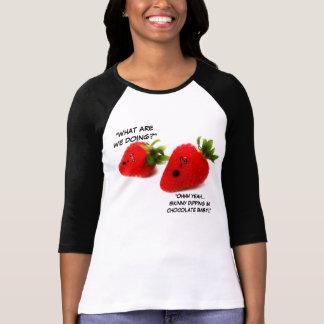 Schokolade bedeckte ErdbeerSpaß T Shirts