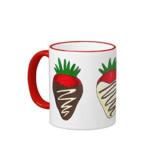Schokolade bedeckte Tasse des Erdbeervalentines