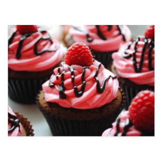 Schokoladen-Himbeerkleiner kuchen Postkarte