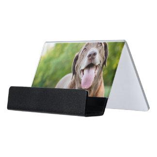 Schokoladen-Labrador-Hund Schreibtisch-Visitenkartenhalter