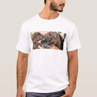 Schokoladen-Labrador-Welpen-Spiel T-Shirt