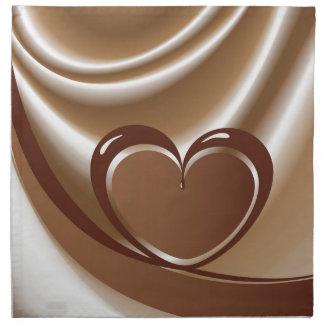 Schokoladenherz von einem Band im Hintergrund von Stoffserviette