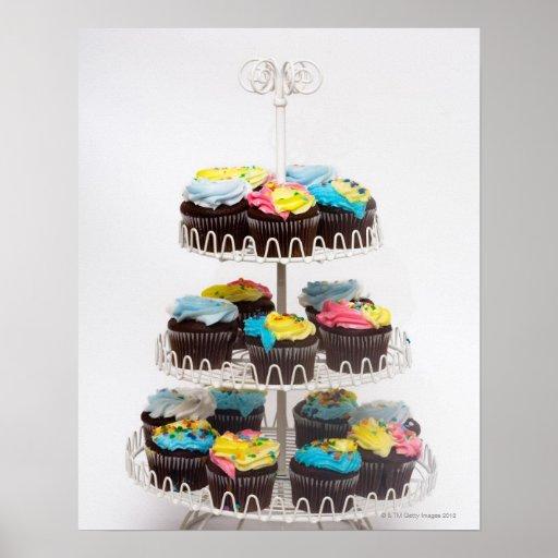 Schokoladenkleine kuchen auf einem Kuchenstand Plakatdrucke