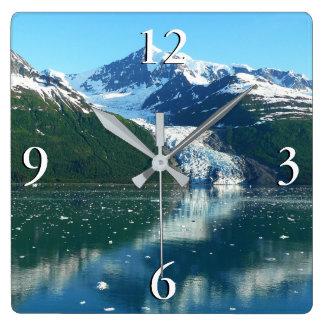 Schöne Alaska Fotografie des Uni-Fjord-I Quadratische Wanduhr