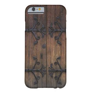 Schöne alte Holztür Barely There iPhone 6 Hülle
