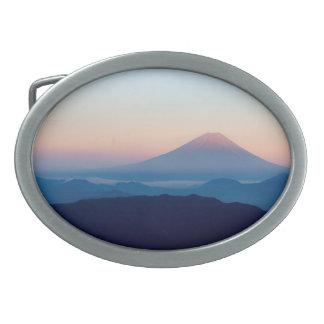Schöne Ansicht der Fujisan, Japan, Sonnenaufgang Ovale Gürtelschnallen