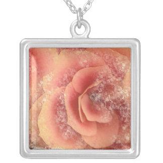 Schöne Begonie, rosa mit Blumenpfirsich, Halskette
