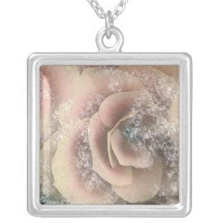Schöne Begonie, Rosa u. Winter-Weiß, Halskette