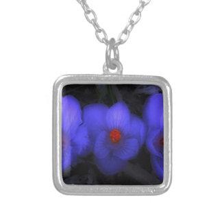 Schöne blaue lila Krokus-Blüte Versilberte Kette