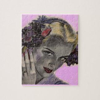 schöne Blondine mit Blumen in ihrem Haar Puzzle