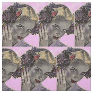 schöne Blondine mit Blumen in ihrem Haardruck Stoff