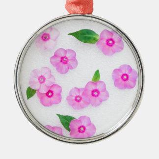 schöne Blumendekoration Rundes Silberfarbenes Ornament