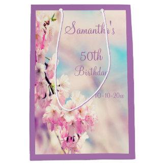 Schöne Blüten-50. Geburtstags-Party Mittlere Geschenktüte