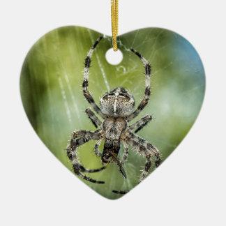 Schöne fallende Spinne auf Netz Keramik Herz-Ornament